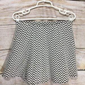 Black and white zig zag skirt Aeropostale Medium